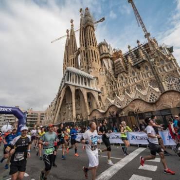 Barcelona în pași de maraton: orașul se transformă cu 20.000 de alergători