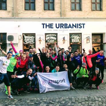 Noi suntem nebunii care alergau prin oraș și v-au făcut să zâmbiți! Am făcut Our Best 10K