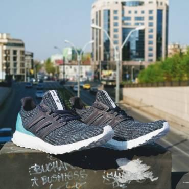 Ediția limitată adidas UltraBOOST Parley a ajuns și la București