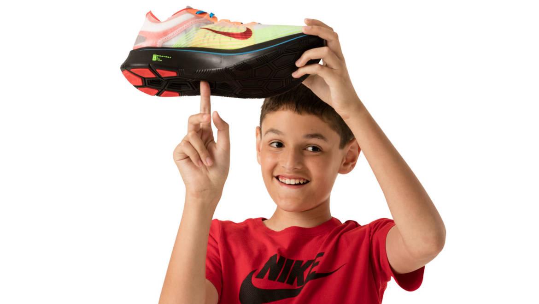 Copii bolnavi devin designeri de pantofi. Povestea care schimbă vieți!