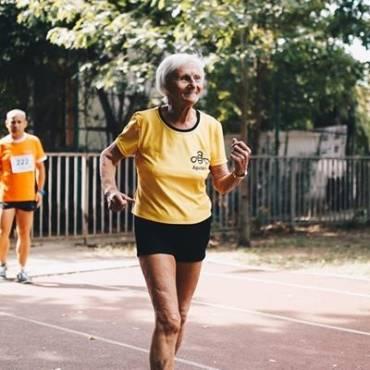 #RunningCulture: Elena Pagu (92 ani) bate recordul mondial la 3 km marș