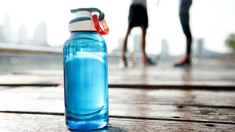 6 semnale de alarmă că ai ajuns să fii deshidratat