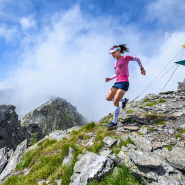 Denisa Dragomir a cucerit trei vârfuri de peste 2.500m într-un timp record: 1 oră și 52 de minute!
